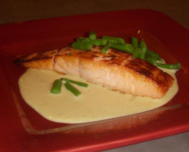 Saumon saisi, sauce tonato et asperges vertes    Photo158