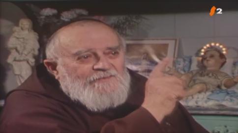 Une rare vidéo d'un exorcisme célèbre du Père Mathieu ! Profes10