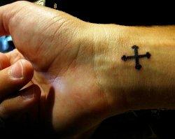 Un lycéen chrétien battu à mort par des élèves musulmans parce qu'il portait une Croix ! Tatoua11