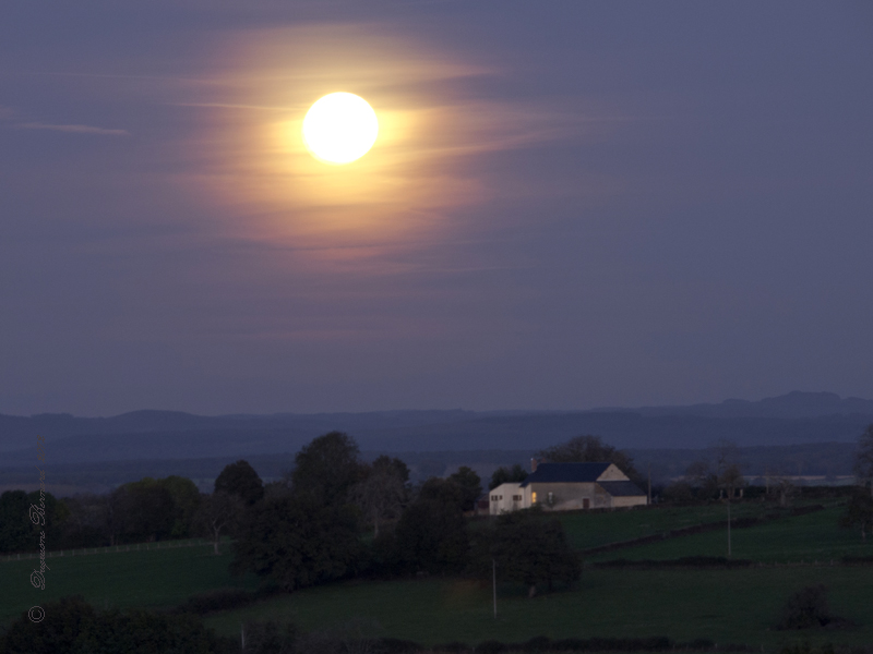 La lune en feu ! ! !  Pa305610