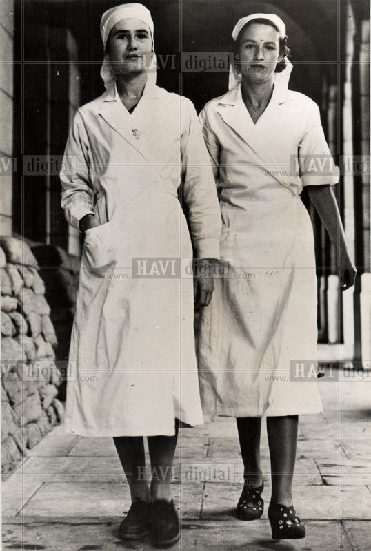Pour les Femmes ANC/WAC de l'Asso Mayenne photos et docs des tenues.. Kgrhqj10