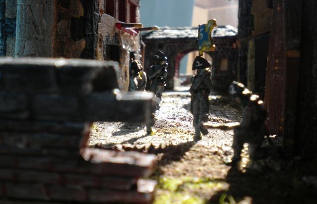 Figurines et bourg en cours 00651