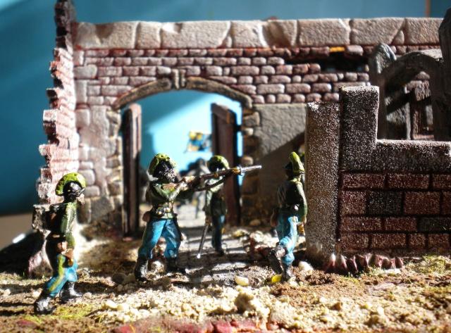 Figurines et bourg en cours 00934