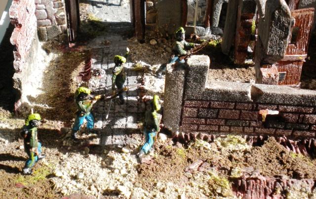 Figurines et bourg en cours 01226