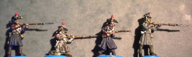 Figurines et bourg en cours 01324