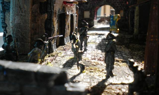 Figurines et bourg en cours 01521