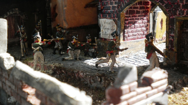 Figurines et bourg en cours 01828