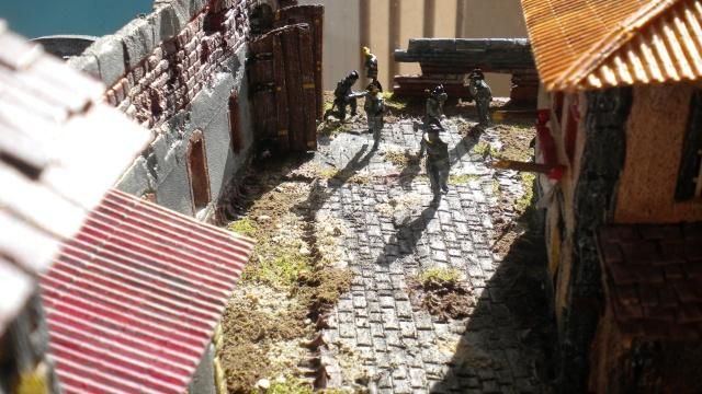 Figurines et bourg en cours 02226