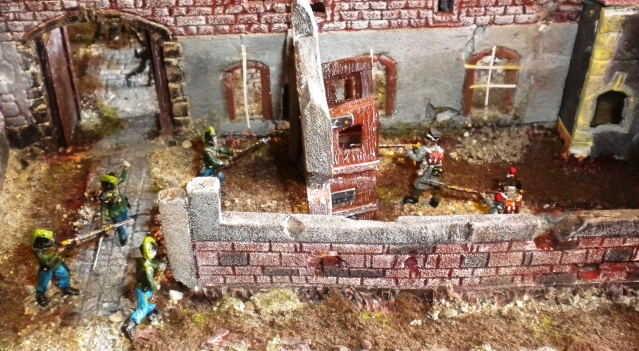 Figurines et bourg en cours 02814