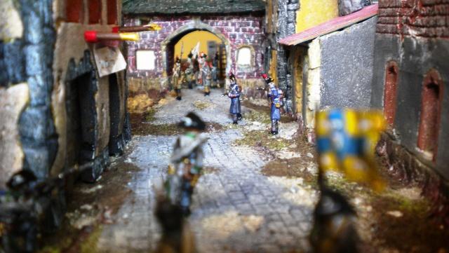 Figurines et bourg en cours 03413