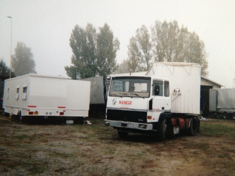 Les Camions des forains - Page 3 Img_1124