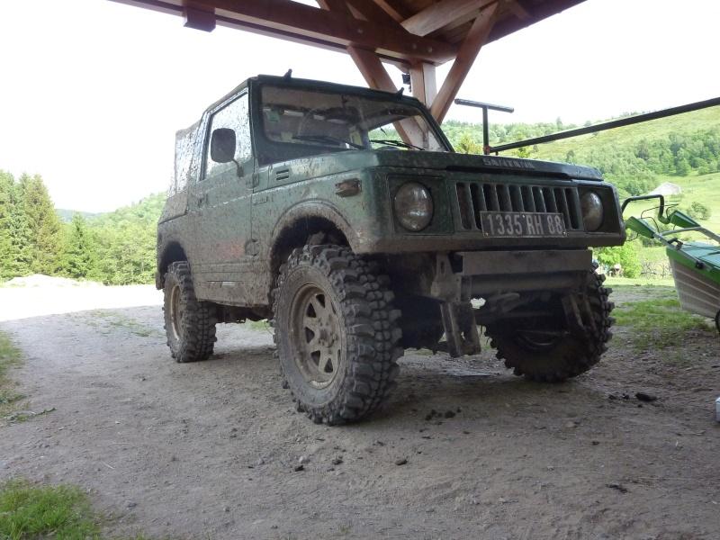 un sam parmis les jeeps  P1030815