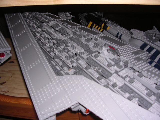 Lego Star Wars - 10221 - Super Star Destroyer UCS - Page 4 Dscn6114