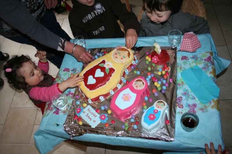 Russie - La matriochka ou la poupée russe en pâte à sucre - Page 2 Img_5410