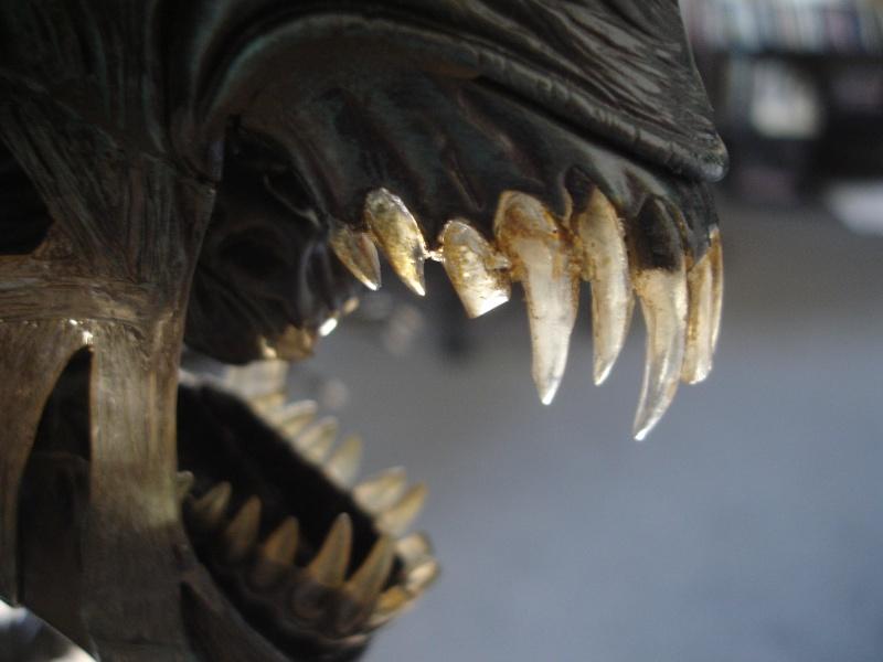 Recherche un réparateur pour buste Alien Queen 1/4 Sideshow Stan Winston Dsc08016