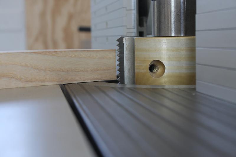 Une table basse bois et verre. 02_sep22