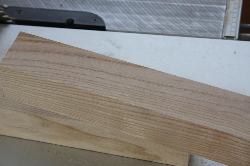Une table basse bois et verre. 03_sep12