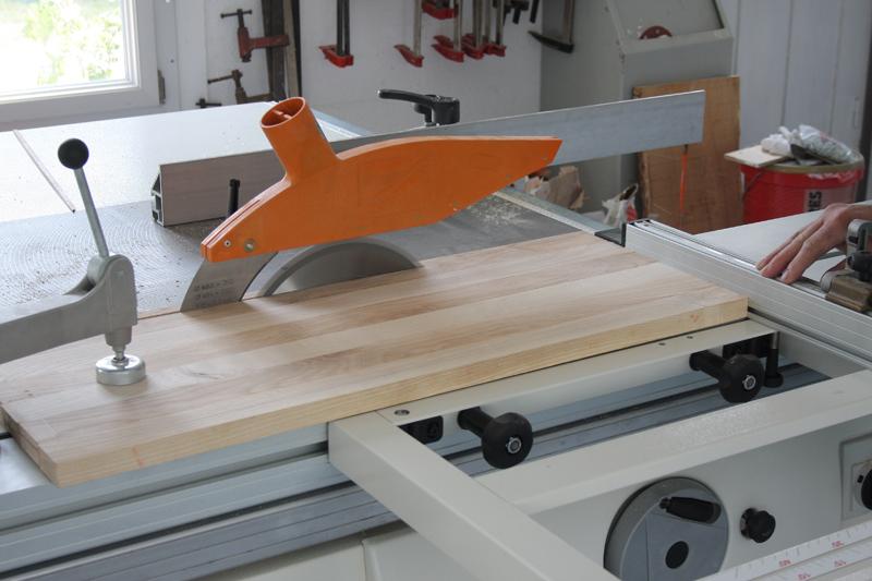 Une table basse bois et verre. 03_sep17
