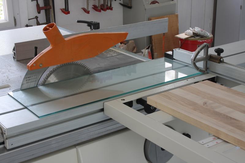 Une table basse bois et verre. 03_sep18