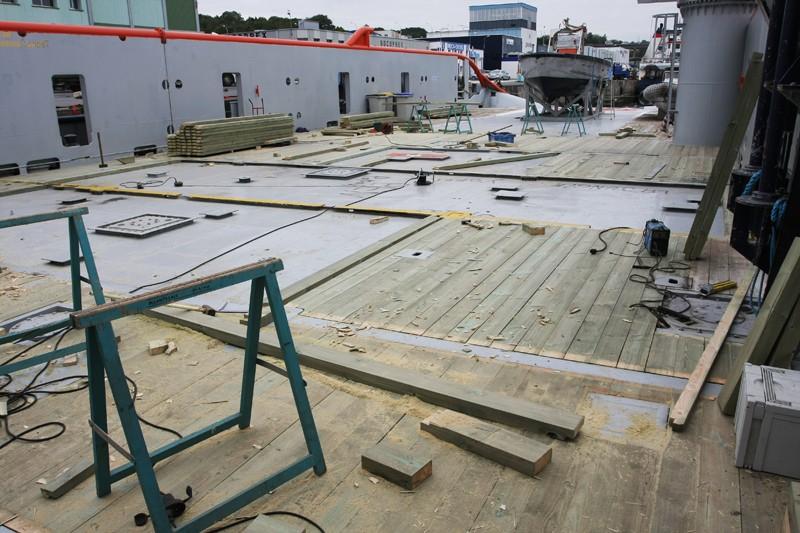 reparation et restauration d'un pont de bateaux 14_oct11