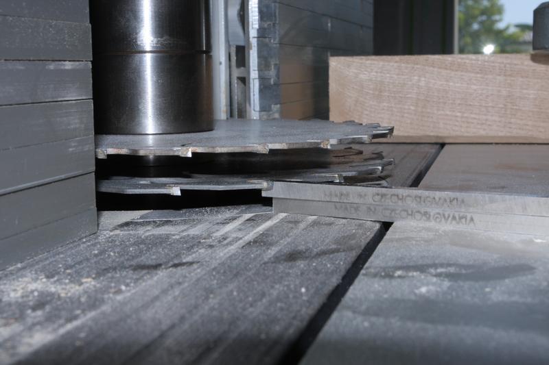 Une table basse bois et verre. 14_sep10