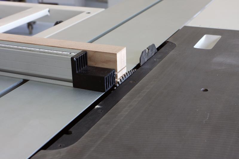 Une table basse bois et verre. 14_sep17