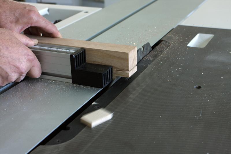 Une table basse bois et verre. 14_sep18