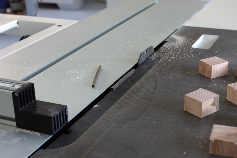 Une table basse bois et verre. 14_sep20