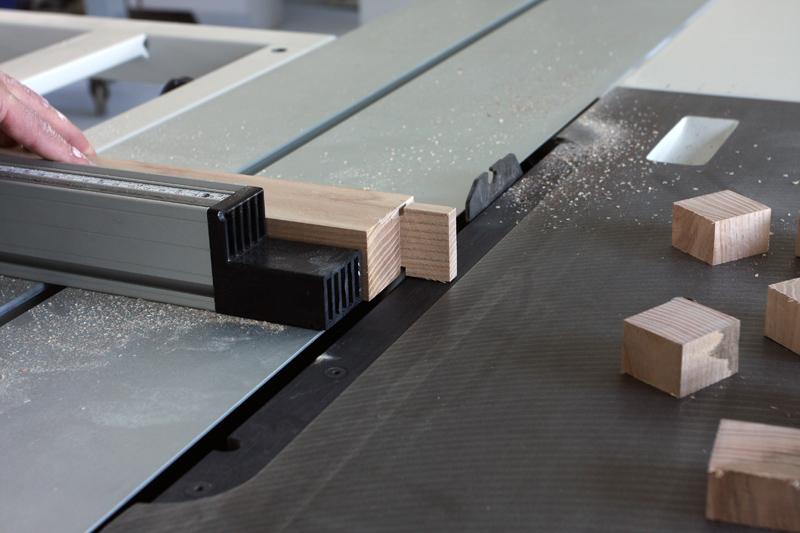 Une table basse bois et verre. 14_sep21