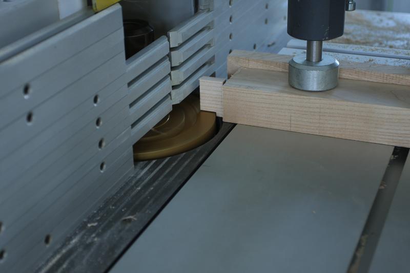 Une table basse bois et verre. 14_sep22