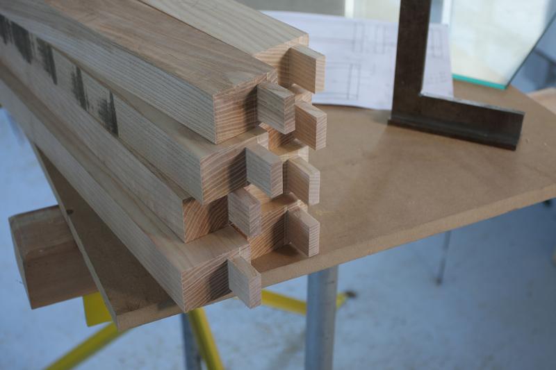 Une table basse bois et verre. 14_sep23