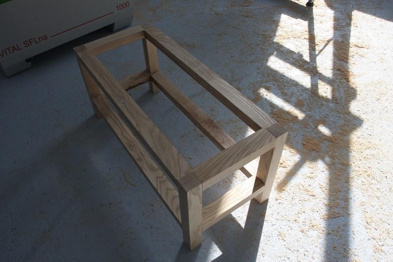Une table basse bois et verre. 15_sep13