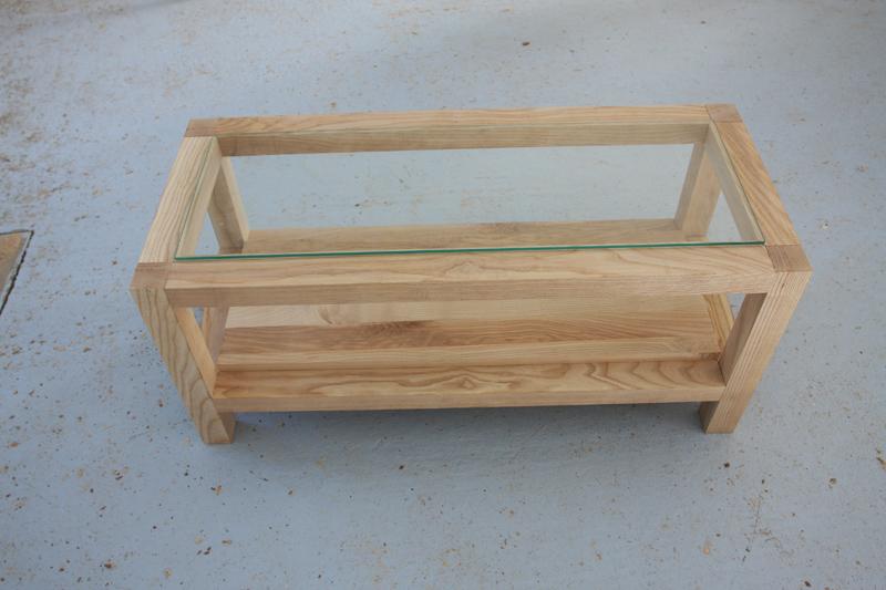 Une table basse bois et verre. 15_sep14