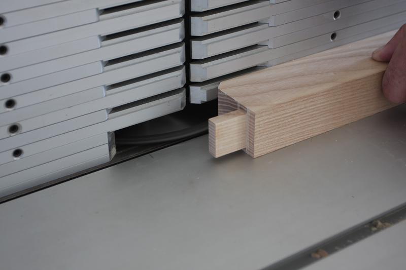 Une table basse bois et verre. 15_sep15