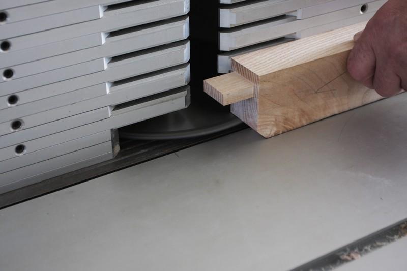 Une table basse bois et verre. 15_sep16