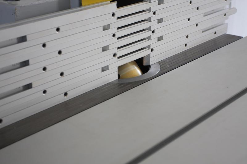 Une table basse bois et verre. 15_sep19