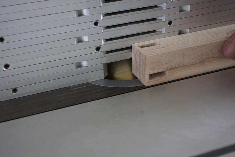 Une table basse bois et verre. 15_sep20