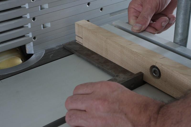 Une table basse bois et verre. 15_sep21