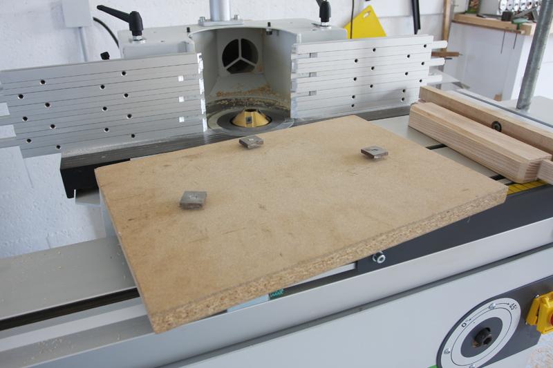 Une table basse bois et verre. 15_sep23