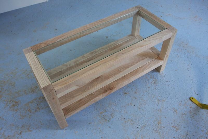 Une table basse bois et verre. 15_sep27