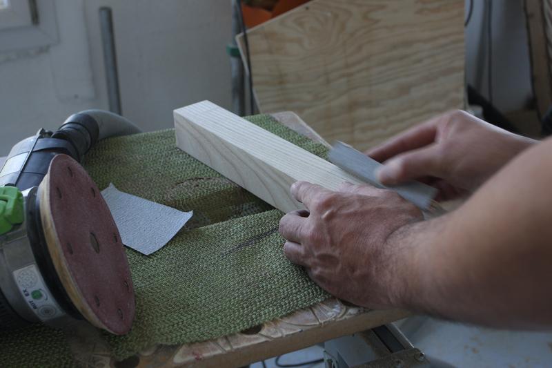Une table basse bois et verre. 15_sep29