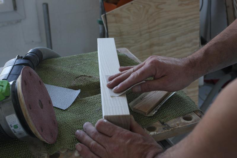 Une table basse bois et verre. 15_sep30