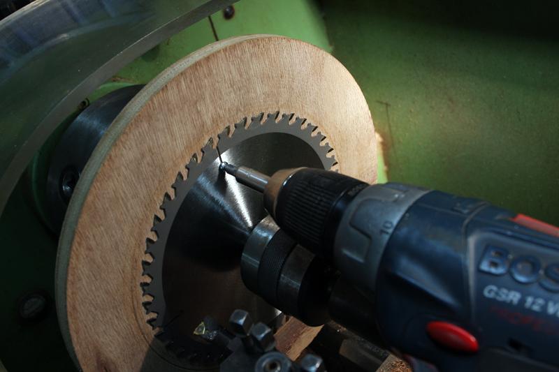 Réalèsage d'une lame de scie circulaire. 27_jui12