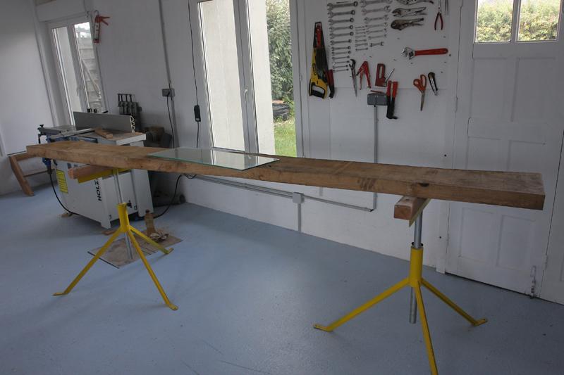 Une table basse bois et verre. 29_aou10