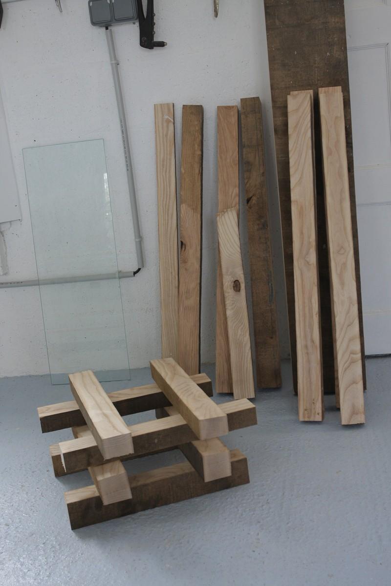 Une table basse bois et verre. 29_aou16