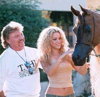 Shakira sur un âne !!  13798810