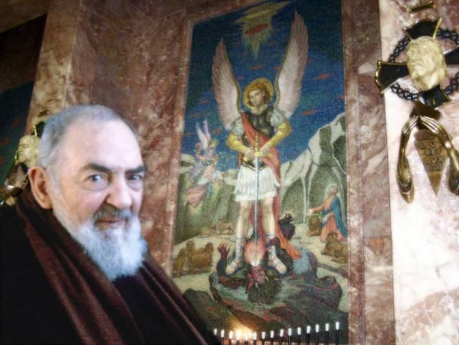 23 septembre : Saint Padre Pio de Pietrelcina Mickae10