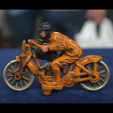 Jouets, jeux anciens et miniatures sur le monde Biker Annae_10