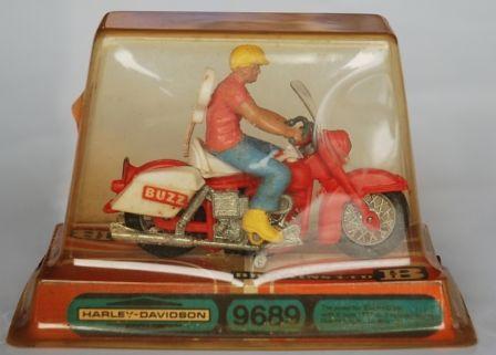 Jouets, jeux anciens et miniatures sur le monde Biker - Page 2 Brit_510