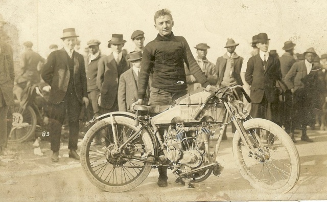 Les vieilles Harley......... (ante 84) - Page 38 Hd-19111
